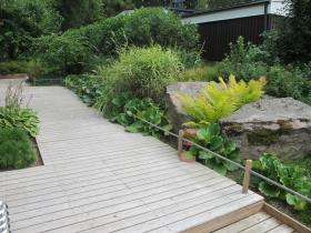 Japanilaistyylinen puutarha