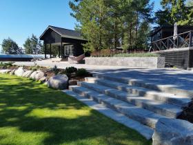 Pihan pintamateriaaleihin löytyy useita vaihtoehtoja luonnonkivistä betonikiviin
